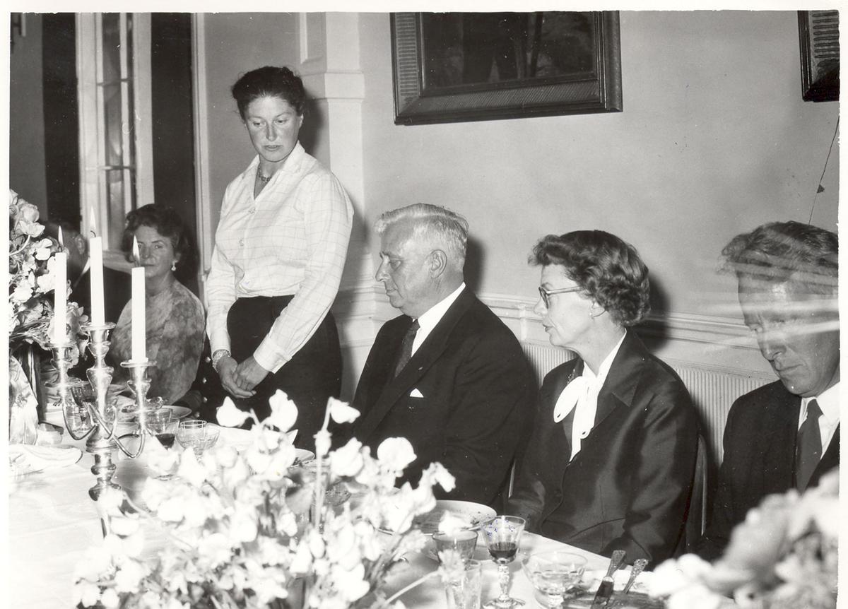 """Sjøsetting og dåp av Oslo-kl.fregatt KNM """"Bergen"""", 1965. Gudmor fru forsvarsminister I. Harlem holder tale."""