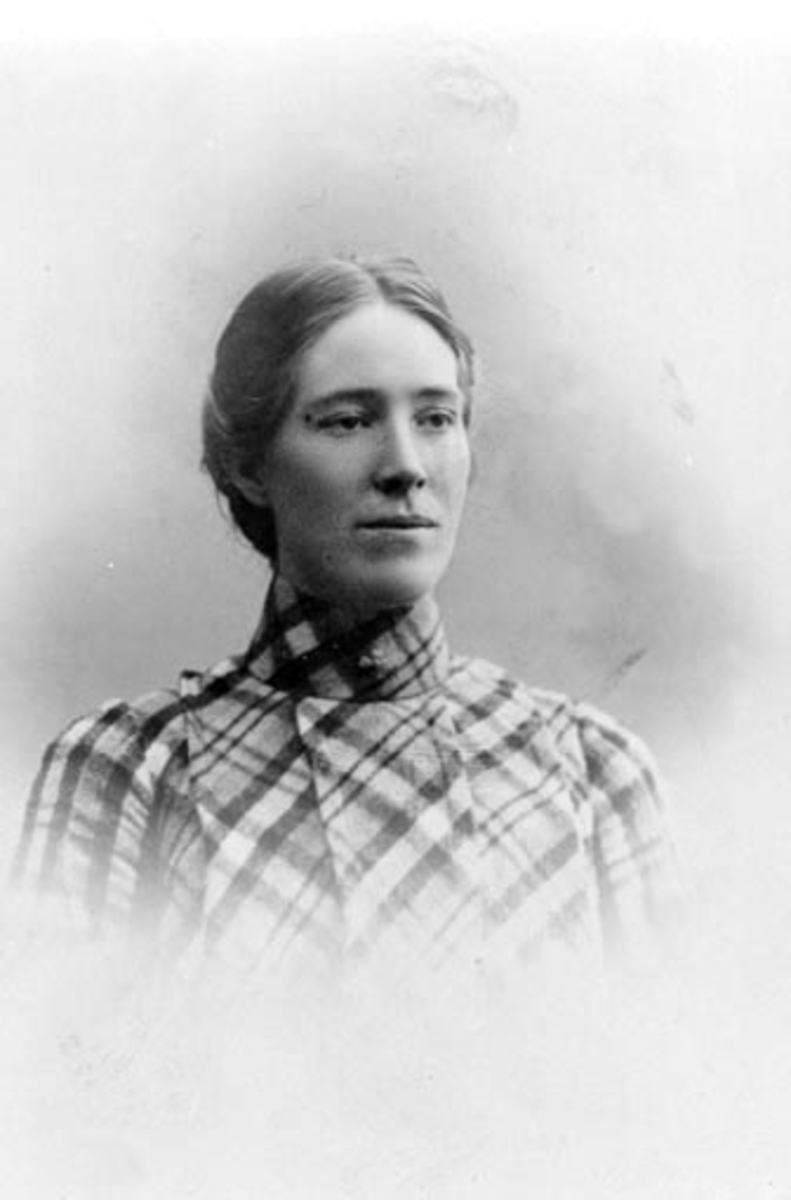 Portrett, lærer Sigrid Olsen f.1878, lærer på Årengen fra 1910, Nes, Hedmark.