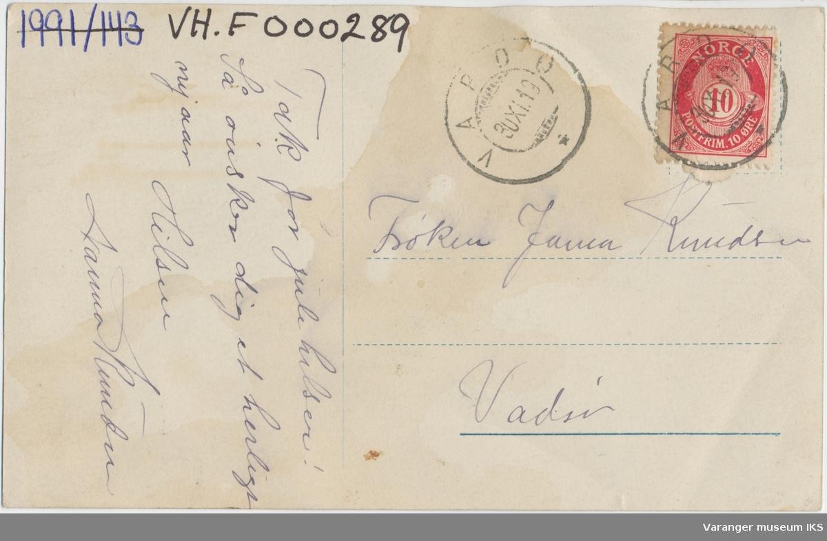 """Postkort, """"Lilletorget"""" sett mot nord, Strandgata i bakgrunnen, ca. 1910"""