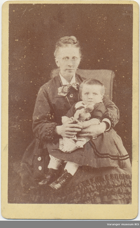 Portrett, Hemmingine Brodtkorb med datter Elisabeth Marianne Brodtkorb, antatt 1877