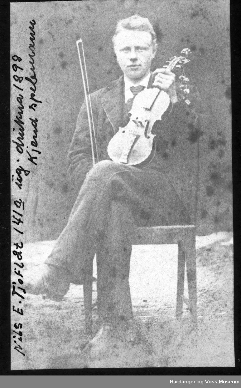 Nils E. Tjoflot