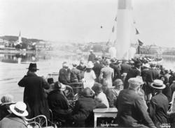 Skibladner, mjøsbåt,dampbåt,  ankomst til Hamar, turister, p