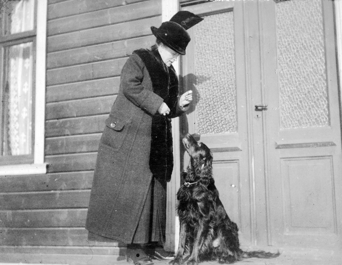 Kvinne med hund