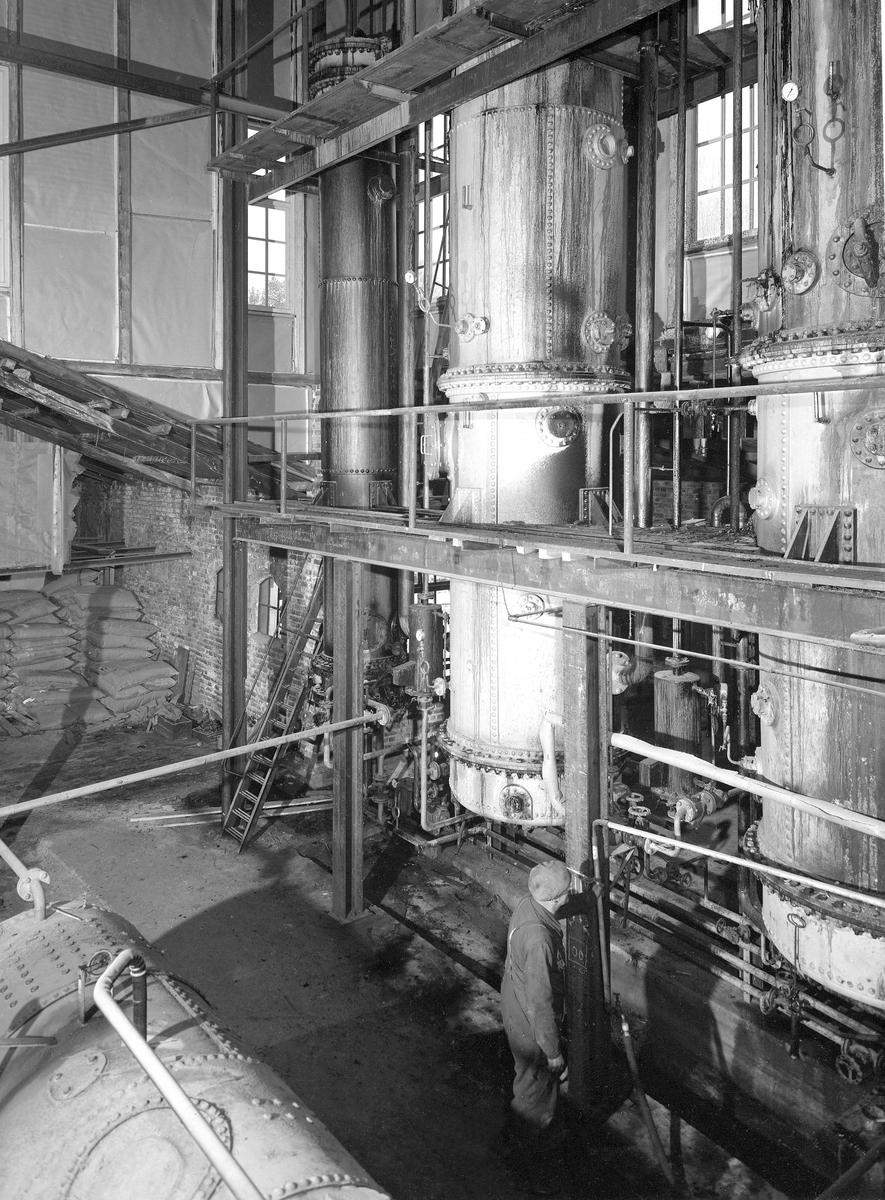 KLEVFOS CELLULOSE & PAPIRFABRIKK, ÅDALSBRUK. Interiør fra sodahuset. Inndampingsanlegget i sodahuset.  Løten.
