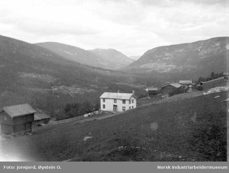 Utsikt fra Jonsjord mot Luråsgrenda - sommer
