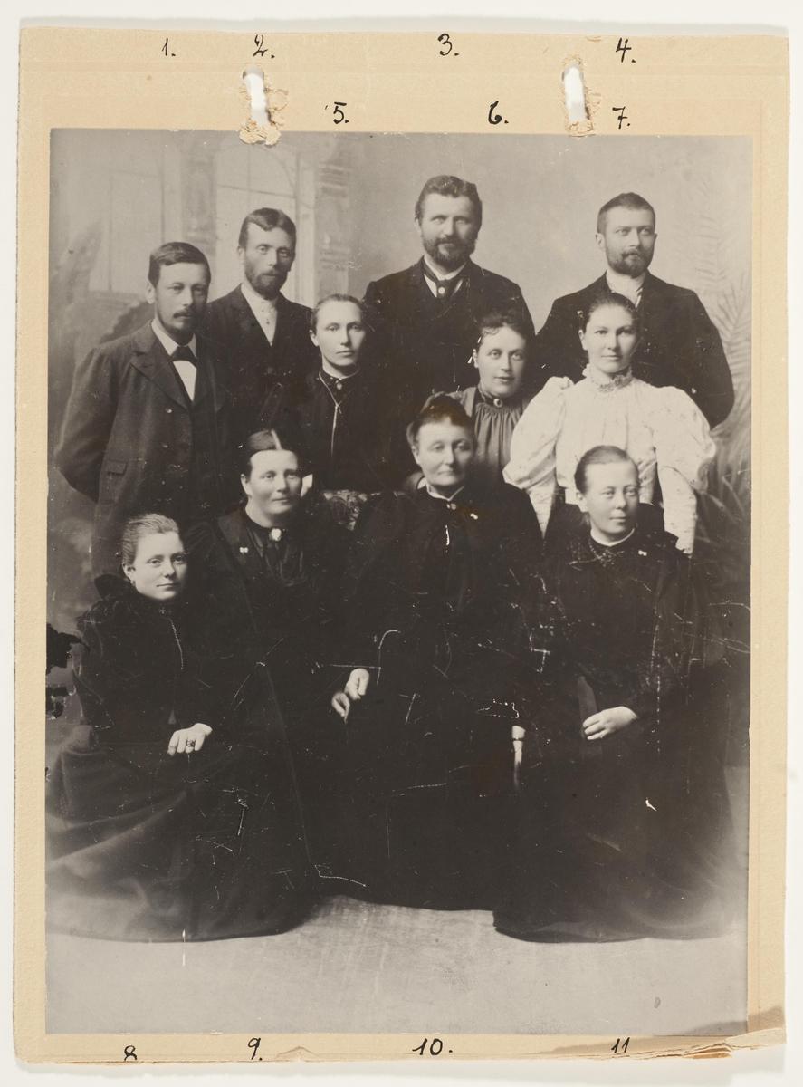 Fabrikkeier O.A. Devolds enke med familie.
