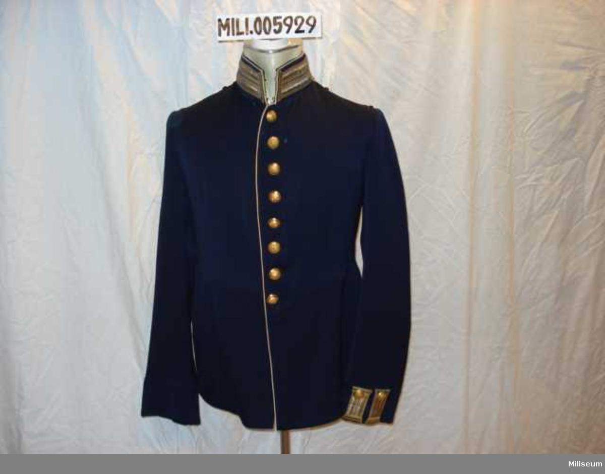 Vapenrock m/1886 för officer vid Kalmar regemente, I 21. Axelklaffar saknas. Tillverkad 1914.