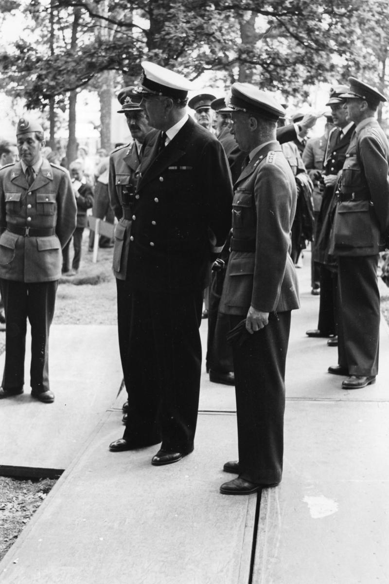 RILA, utställning. Landshövding Nordenstam, kung Gustaf VI Adolf.