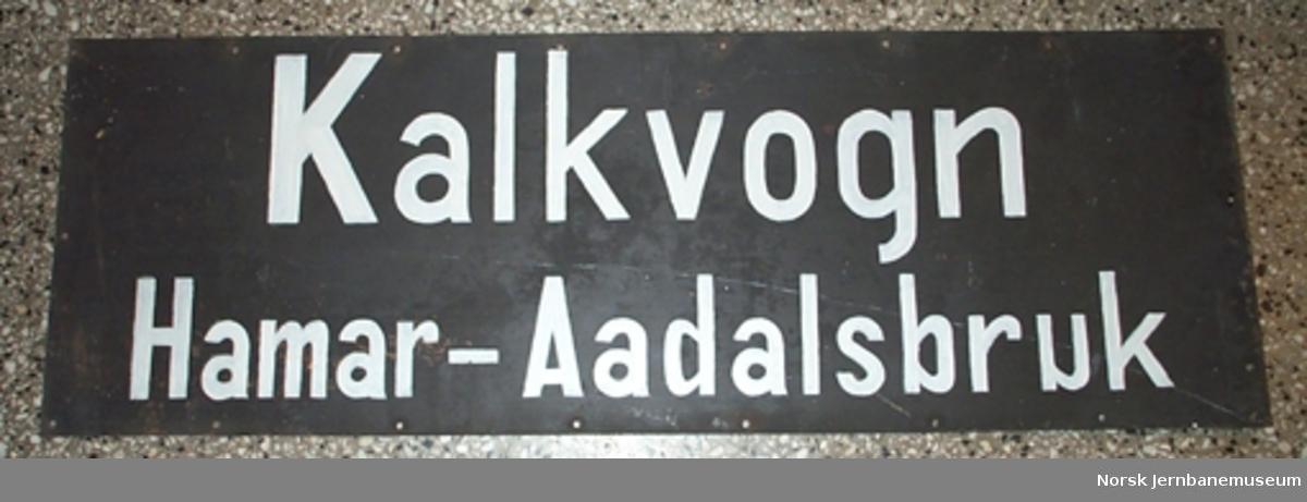 """Skilt """"Kalkvogn Hamar - Aadalsbruk"""""""