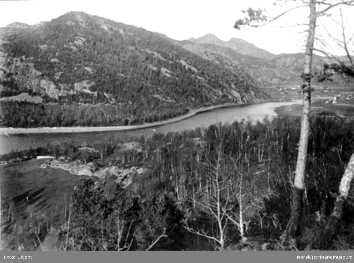 Fra Flekkefjordbanen før anlegget, oversiktsbilde fra Sirnes i retning Sira