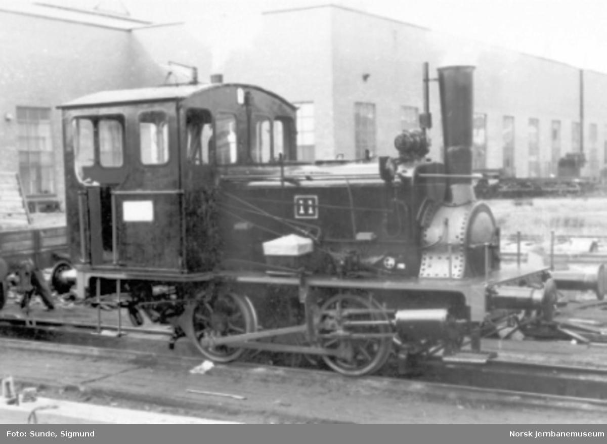 Damplokomotiv type 7a nr. 11 utenfor verkstedet Grorud
