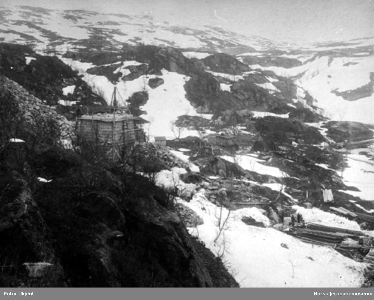 Byggingen av Norddalsbrua : Nordre landkar sett fra vest