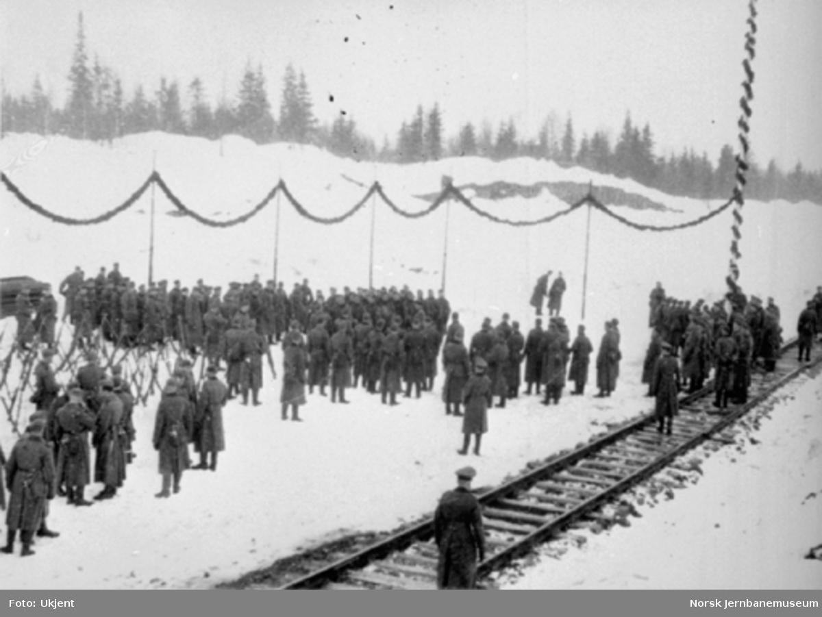 Drevja stasjon med tyskere ved baneåpningen