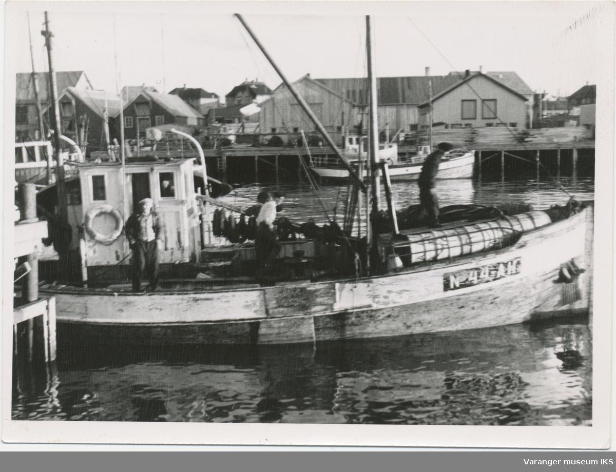 Båt i Nordre Våg, Lærebruket i bakgrunnen