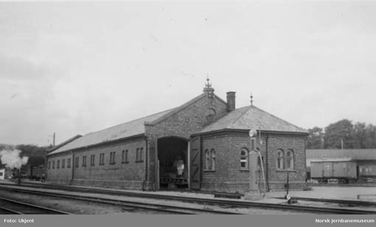 Kristiansand stasjon, gammelt godshus under riving