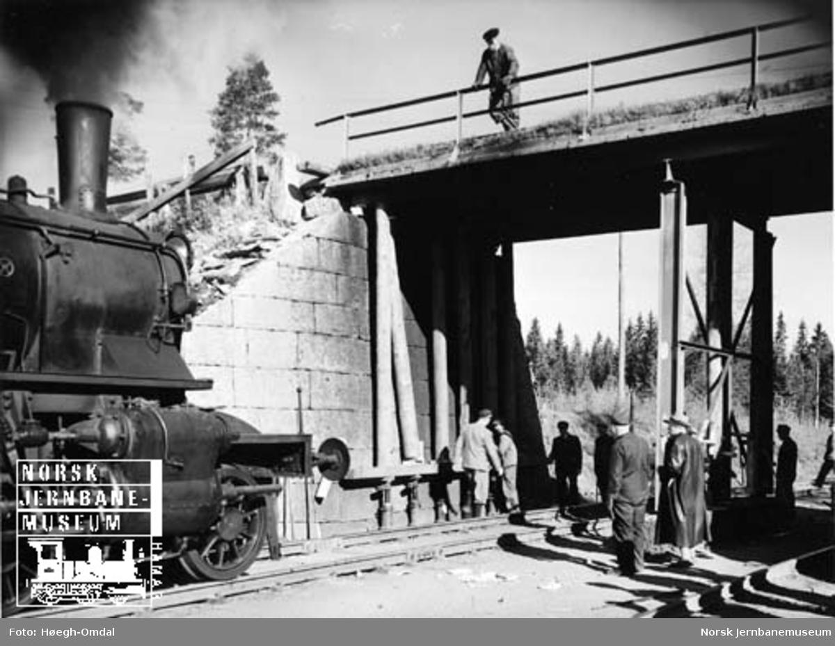 Spesialtransport av stor sylinder fra Loenga til Eidsvoll for Mesna Kartonfabrikk