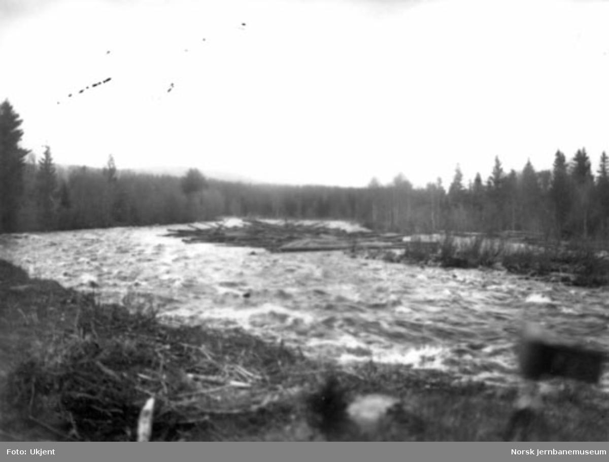 Tømmerfløting i Hovda elv