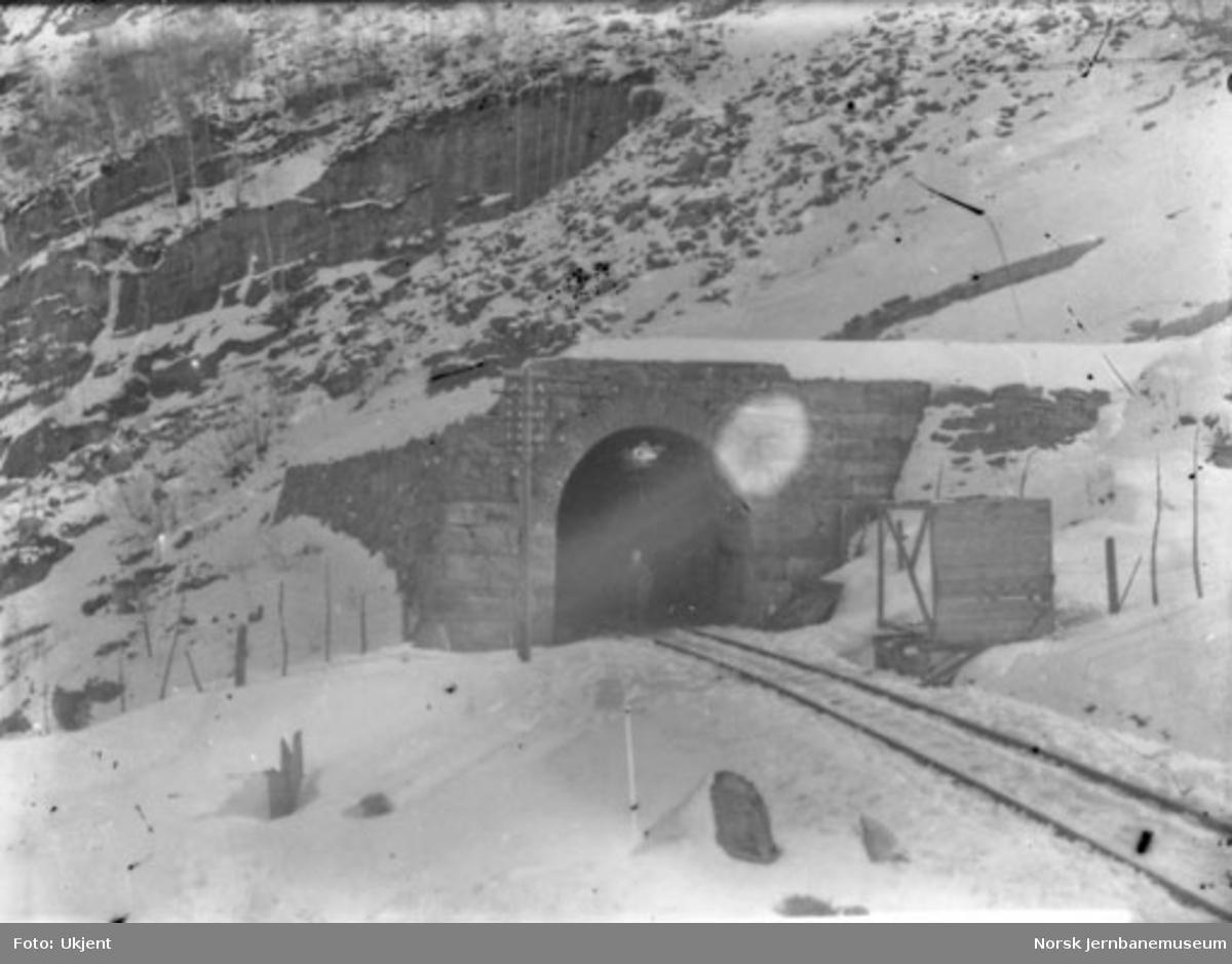 Overmuring ved Hyvingen tunnel under Vossebanens ombygging til bredt spor