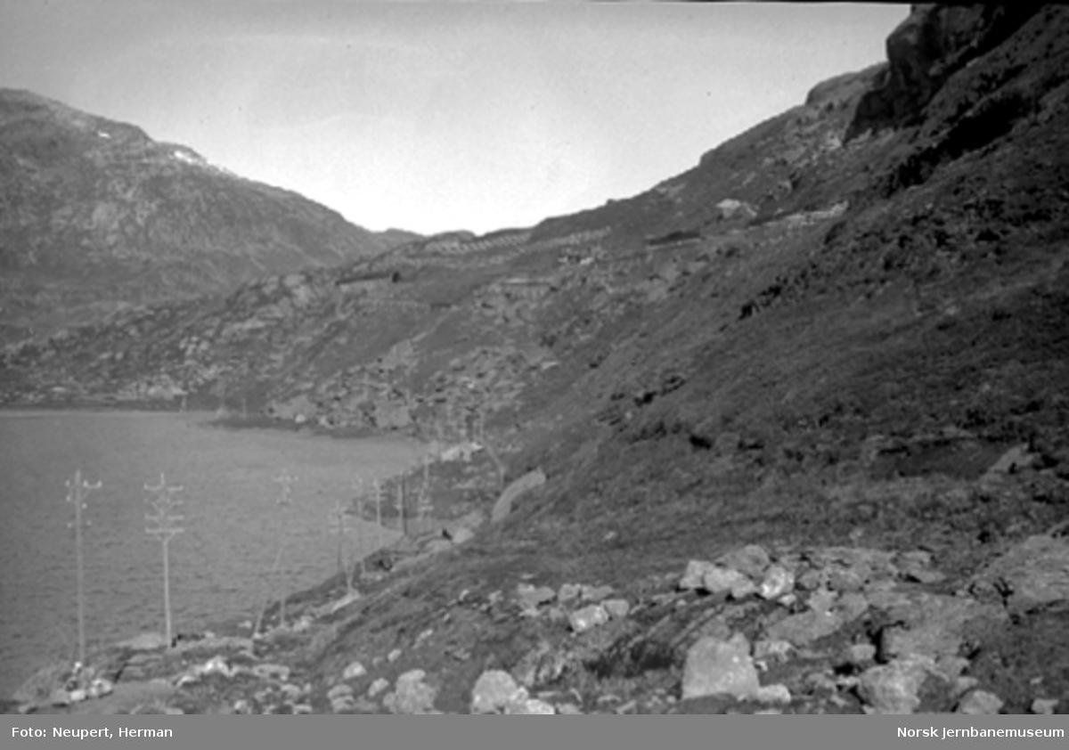 Bergensbanen i fjellsiden mellom Hallingskeid og Myrdal