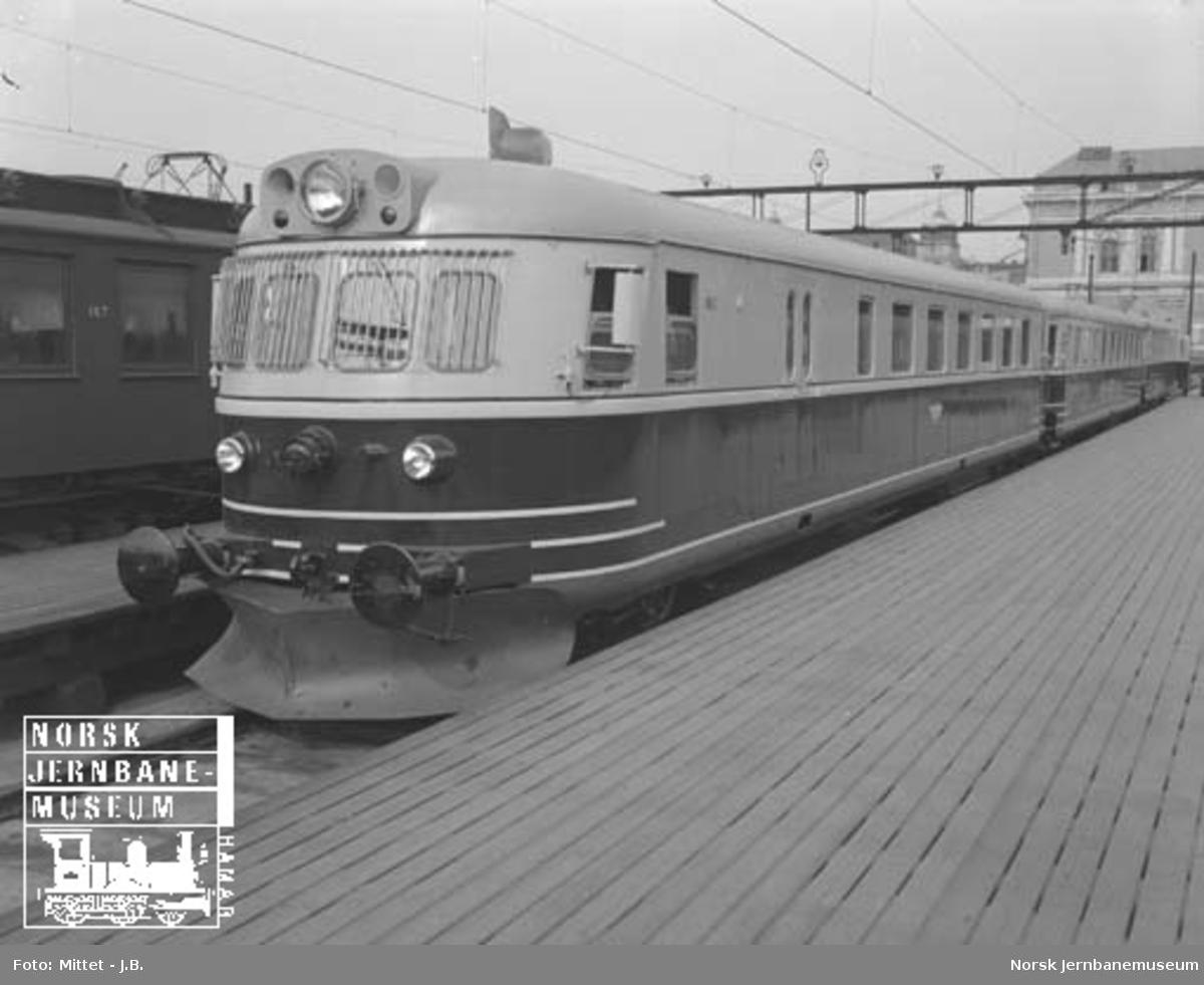 Nytt ekspresstogsett type 88b til NSB, eksteriør og interiør