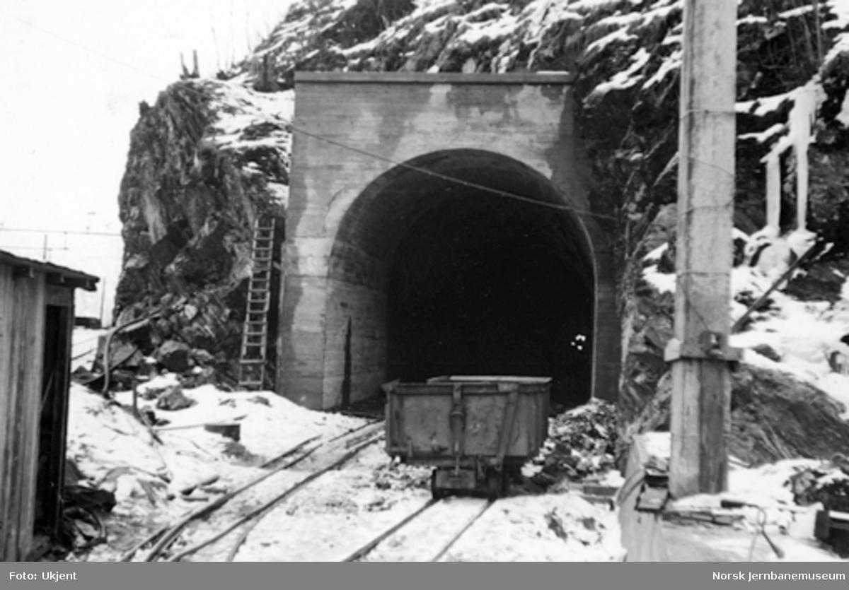 Vossebanens ombygging : vestre innslag Hetta tunnel