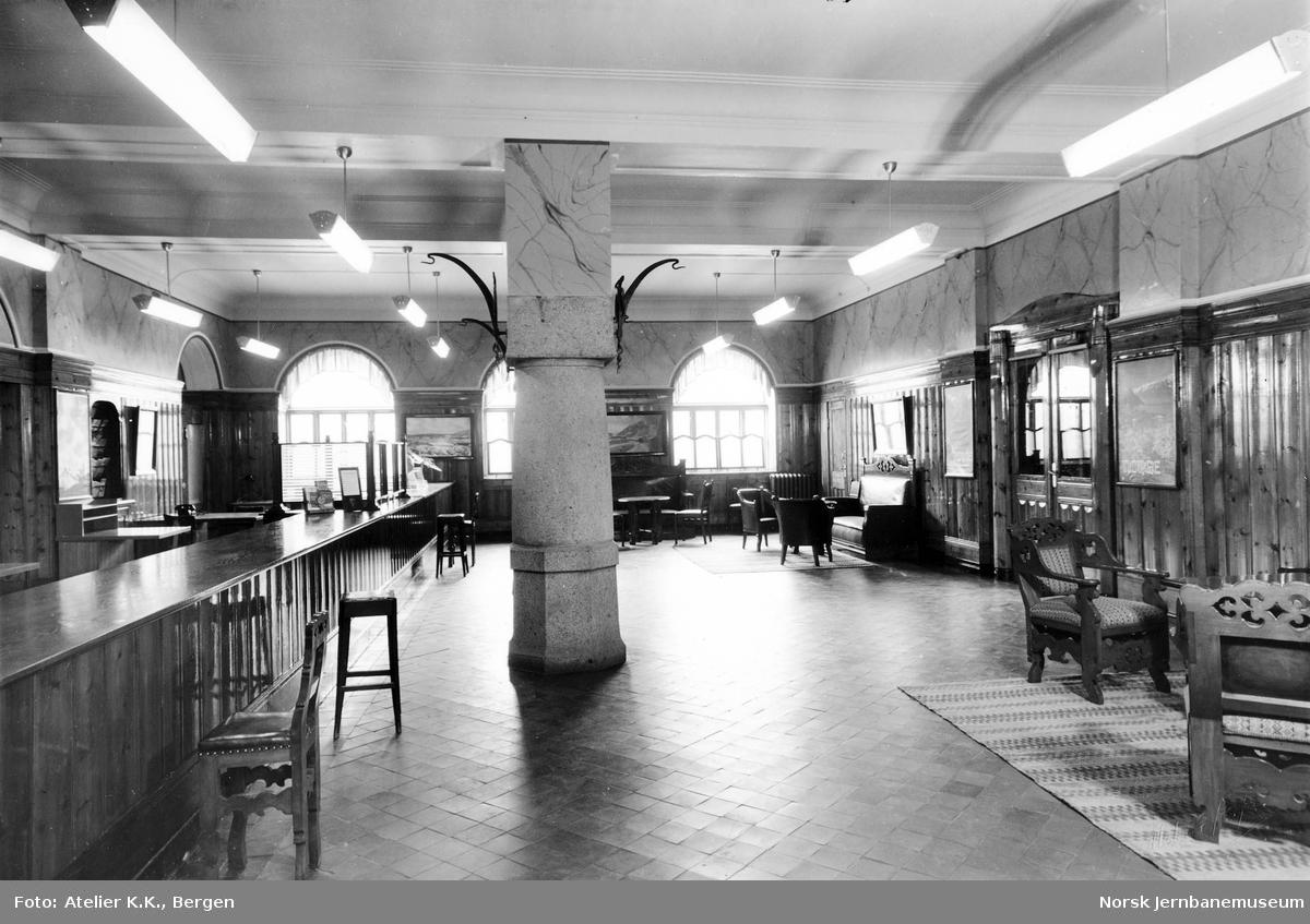 Interiørbilde fra NSBs reisebyrå på Bergen stasjon
