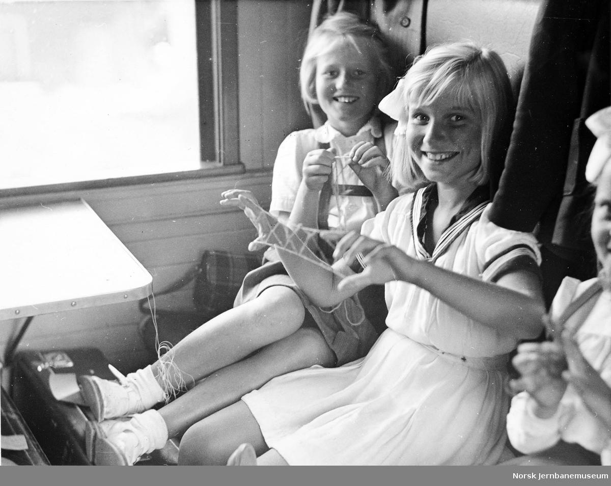 Barn på togtur