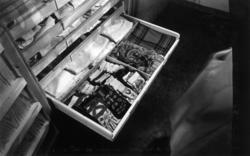 Tekstilmagasin. Foto, NF. januar 1958, i forbindelse med en artikkel i Museumsnytt av Astrid Bugge.
